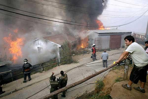 Cientos de viviendas quemadas por incendio forestal en Valparaíso | Foto: Twitter