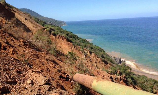 Deslave por tubería rota deja aislado a Chichiriviche de la Costa   Foto: La Patilla