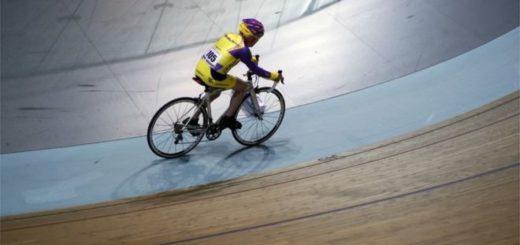 Robert Marchand marcó su segundo récord en el velódromo nacional de Francia. AP