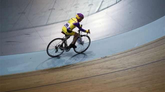 Robert Marchand marcó su segundo récord en el velódromo nacional de Francia.|AP