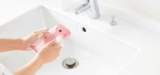 El celular que puede lavarse con agua y jabón es lanzado en Japón |Foto: Tecnópolis
