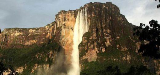 El Salto Ángel, al que sólo se acede por barca y por aire, es quizás el atractivo más conocido de Venezuela|Foto: AFP