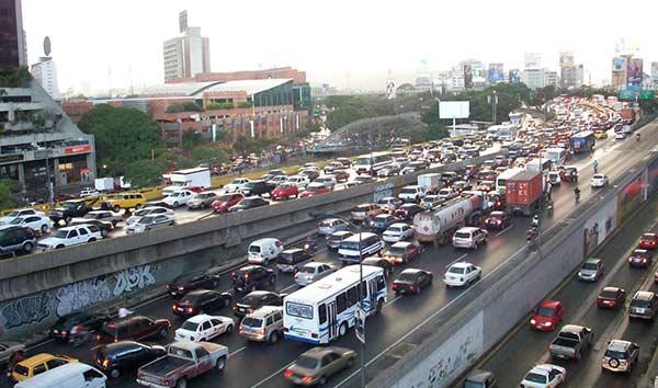Caraqueños pierden en promedio un mes al año por el tráfico | Foto referencial