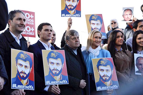 Desde España, Madrid, también se exigió la liberación de Leopoldo López |Foto: Twitter