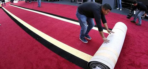 Los Oscar se preparan para una alfombra roja en medio de fuertes lluvias | Foto: EFE