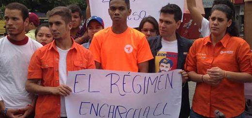 Jóvenes de Voluntad Popular protestan en la plaza Brión de Chacaito | Foto: @VoluntadPopular