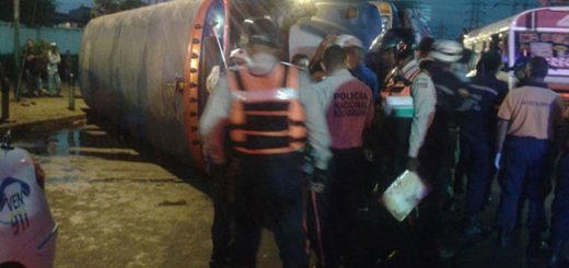 Volcamiento de un autobús deja 15 lesionados en Carabobo   Foto: @galindojorgemij