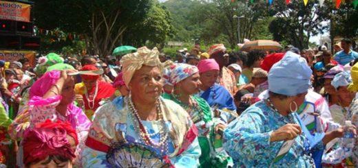 Alcaldía del Callao condecoró a varias personalidades del Carnaval |Foto referencial