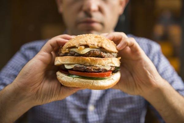 Los expertos recomiendan comer grasas pero con moderación |Foto: Thinkstock