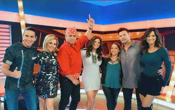 "Al ritmo de ""Vente pa' acá"" Daniel Sarcos le bailó a Ricky Martin | Foto: El Farandi"