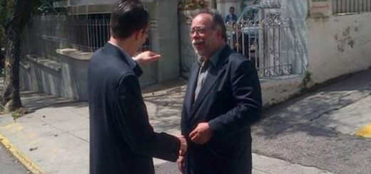 Entregan documento ante la Nunciatura Apostólica en respaldo al diálogo | Foto: Globovisión