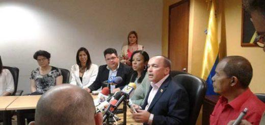 Ministro para el Trabajo, Francisco Torrealba, se reunió con trabajadores de General Motors | Foto: @torrealbaf