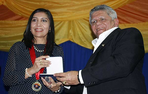 Presidenta del TSJ, Gladys Gutiérrz, recibió la orden Comandante Supremo en Falcón | Foto: Nota de prensa