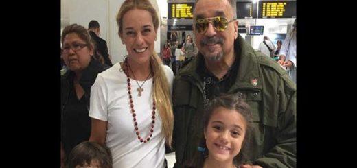 El cantante Willie Colón junto a Lilian Tintori y sus hijos  |Foto: Twitter