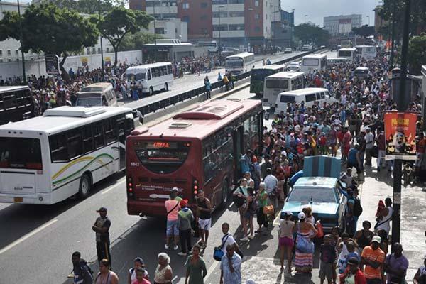 Transportistas cobraban a sobreprecio |Foto: El Nacional