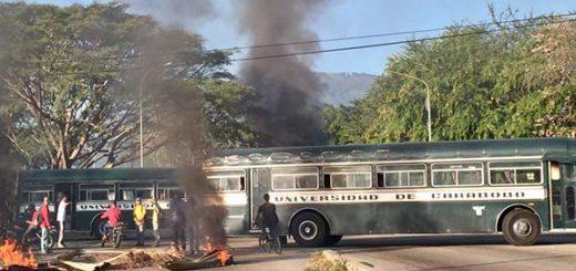 Estudiantes protestan en la Universidad de Carabobo por la inseguridad | Foto: Twitter