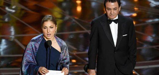 La ingeniera astronauta Anousheh Ansari y el científico retirado de la NASA Firouz Naderi recibieron el Oscar que ganó Ashgar Farhadi a la mejor película en lengua extranjera | Foto: Kevin Winter / Getty Images