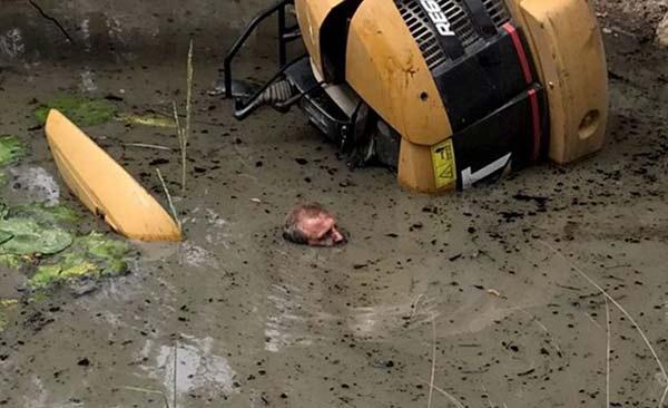 Quedó atrapado en el lodo y sobrevivió gracias al yoga | Foto: @BuzzFeedOzNews