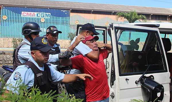 Protesta de maestro en Vargar termina en detenciones | Foto: El Diario de Vargas