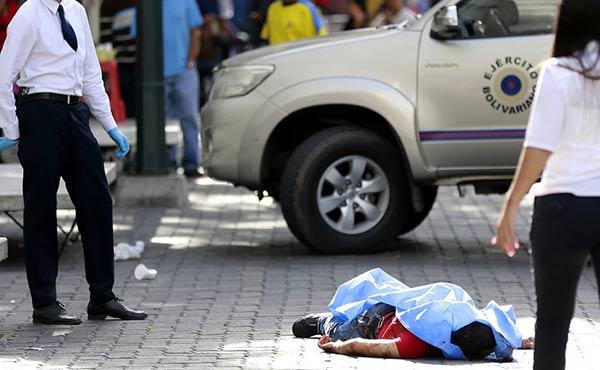 Privan de libertad a tres adolescentes implicados en el asesinato de dos sargentos en Sabana Grande | Foto: El Universal
