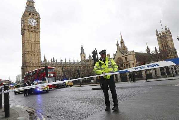 Ataque frente el Parlamento británico es terrorismo, según la Policía   Foto: REUTERS/Stefan Wermuth