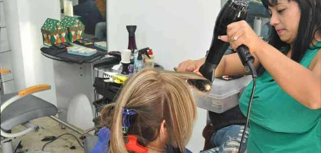 Asistencia a centros de belleza ha caído 60% este año, vea cuánto cuesta teñir el cabello | Foto: Referencial