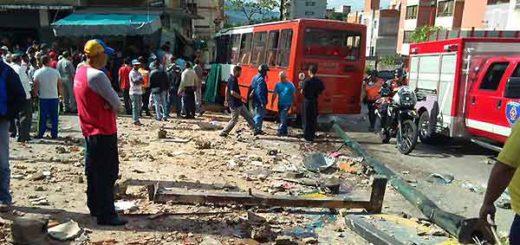 Autobús pierde los frenos y choca contra Kiosko | Foto: Twitter