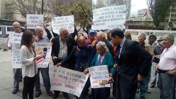 Resultado de imagen para Pensionados y jubilados protestan en exigencia de Ley de Alimentación