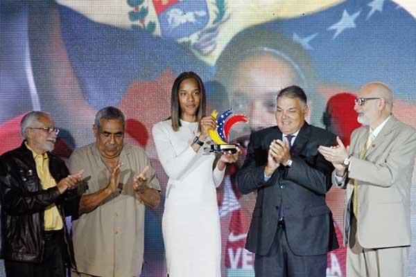 Yulimar Rojas recibió el premio Atleta del Año | Foto: Twitter