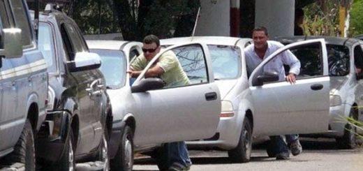 Colas para surtir gasolina |Foto: @ReporteYa