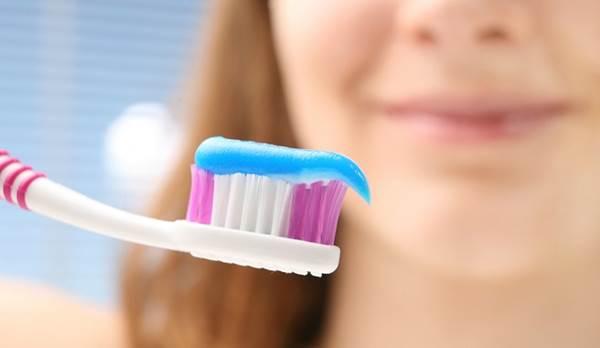 Enjuagarse los dientes luego de cepillarse es un error | Foto referencial