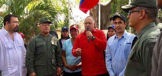 Diosdado Cabello junto al Gobernador de Sucre rinde homenaje a Chávez | Foto: Twitter