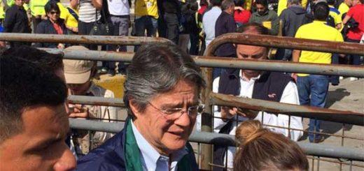 Agreden al candidato Guillermo Lasso al salir del estadio Olímpico Atahualpa | Foto: Twitter