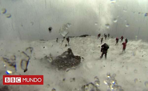 Erupción del volcán Etna sorprendió a sus visitantes |Foto: BBC Mundo