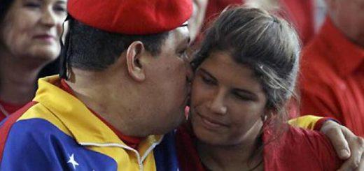 Hugo Chávez con su hija, Rosinés Chávez | Foto: Archivo