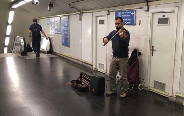 El violinista venezolano, Simón Rondón | Captura de video
