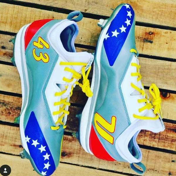 Rondón mostró otros zapatos que podría usar en el Clásico Mundial | Créditos: Instagram