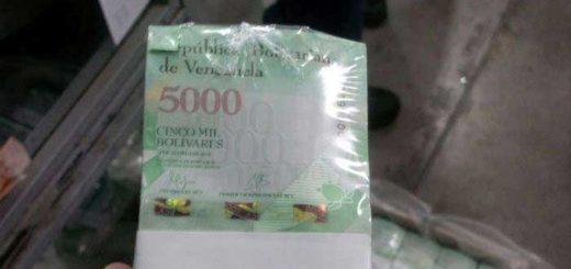 Cargamento de billetes de 5 mil del nuevo cono monetario llega a Venezuela | Foto: Twitter