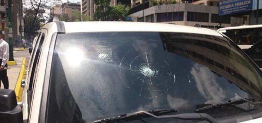 Tirotearon camioneta de la alcaldesa de Caracas | Foto: Twitter