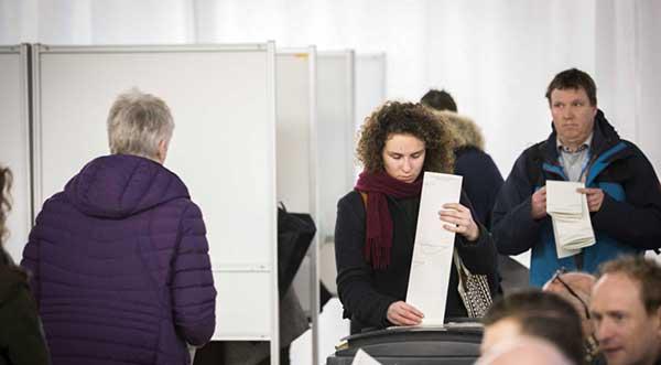 Holandeses votan este miércoles en unas decisivas elecciones parlamentarias | Foto: EFE