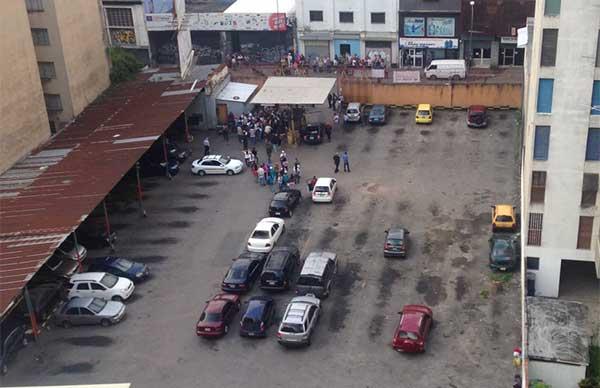 Colectivos armados invadieron el estacionamiento Espagal | Foto: vía Twitter