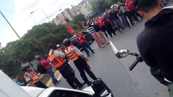 Estudiantes toman la Francisco Fajardo   Foto: Twitter