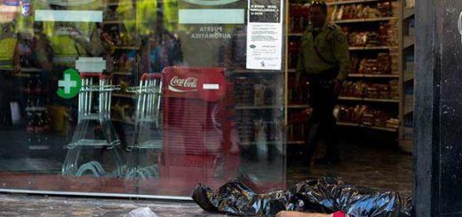 Hambre falleció de un infarto en cola para comprar alimentos | Foto: Twitter