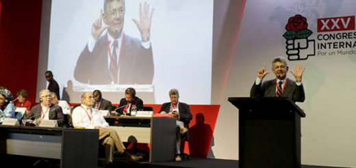 Henry Ramos Allup denunció los abusos del Ejecutivo en el Congreso de la Internacional Socialista | Foto: EFE