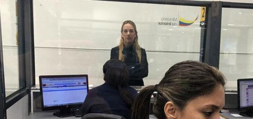 Lilian Tintori en el aeropuerto de Guayaquil