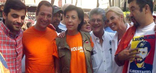 Antonieta Mendoza validando por el partido Acción Democrática | Foto: Twitter