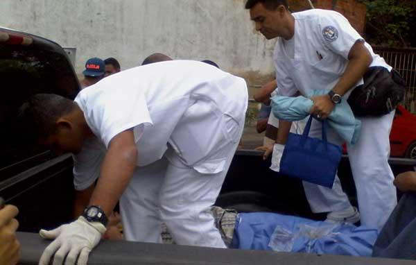 En Vargas trasladan a pacientes en cabinas de camionetas   Foto: José Manuel Olivares