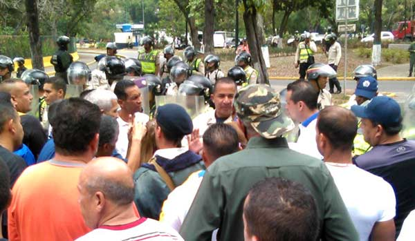 PNB reprimió manifestación de trabajadores de la UCV | Foto: Twitter