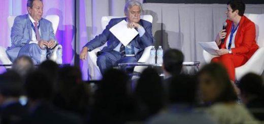 De izq. a der. los ex presidentes de Guatemala, Vinicio Cerezo y de Uruguay, Luis Alberto LaCalle, con la secretaria general de Iberoamérica, Amalia Navarro, en Miami | Foto: ENH