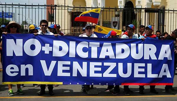 Venezolanos en Perú protestan contra golpe a la AN | Foto: Cortesía